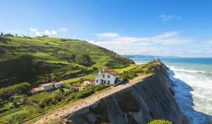 spain_basque_country_view_of_the_cliffs_in_zumaia_in_vizcaya_680